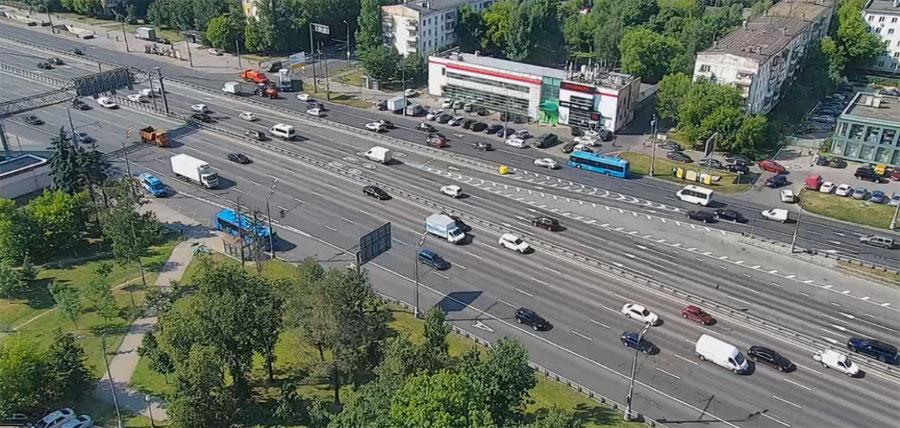 съезд с дублера на проспект М. Жукова после б-ра Генерала Карбышева