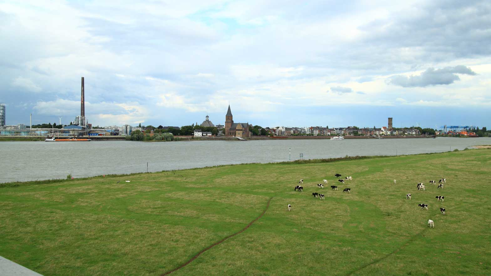 Rhine-19-08-14_19-04-34