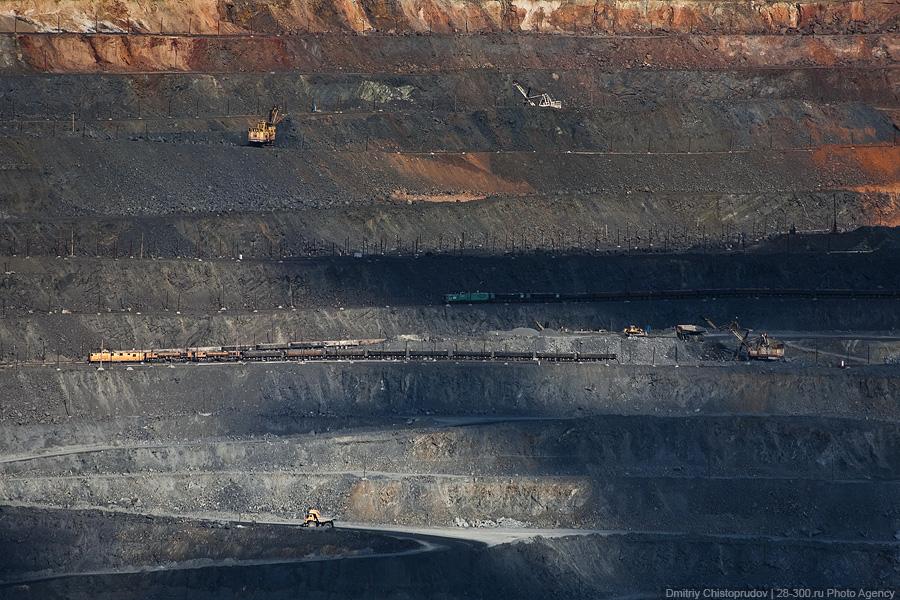 ...чего-то, входящего в этот список всех используемых сейчас человечеством железных руд: - магнитный железняк...