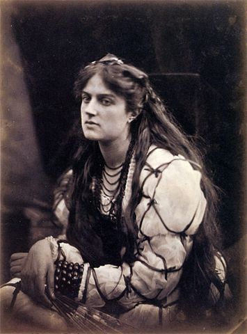 355px-Hypatia,_by_Julia_Margaret_Cameron