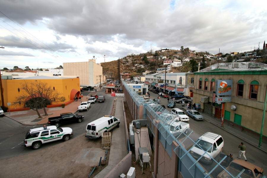 Mexican-American_border_at_Nogales