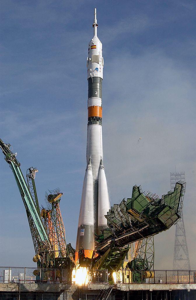 672px-Soyuz_TMA-3_launch