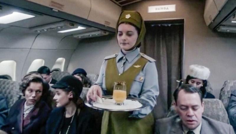 Как выглядела форма советской стюардессы по мнению Netflix