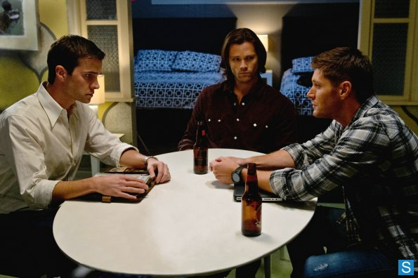 supernatural-812-episode-stills-0003_595_slogo