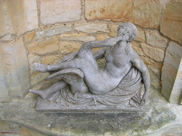 classic+_LedaWiki_Statue of Leda and the swan at Hever Castle, Kent, England.