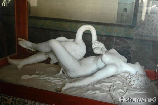 lying_Leda_Leda_ Jai Vilas Palace Museum in Gwalior_2