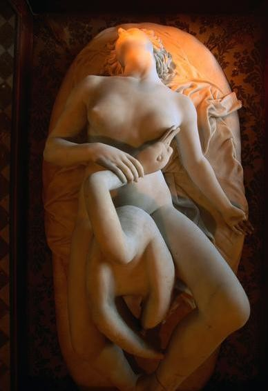 lying_Leda_Leda and the Swan, unknown sculptor, 19th century, Scindia Museum, Gwalior, India