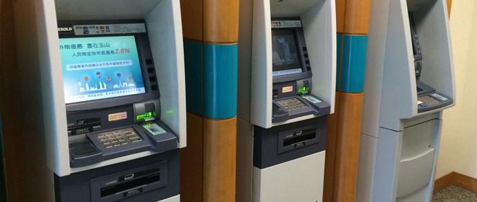 Хакеры украли из банкоматов