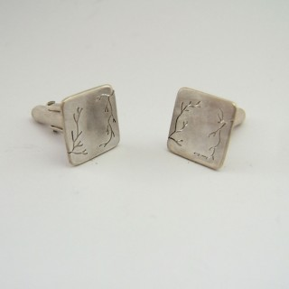 Cracks cufflinks