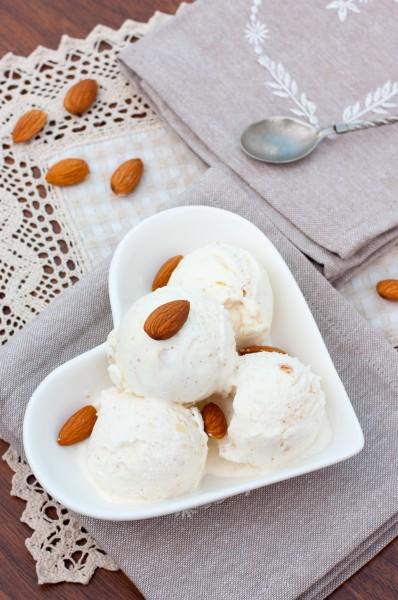 мороженое с орехами
