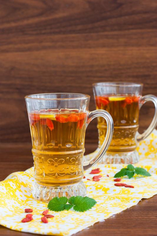 Холодный чай с ягодами годжи