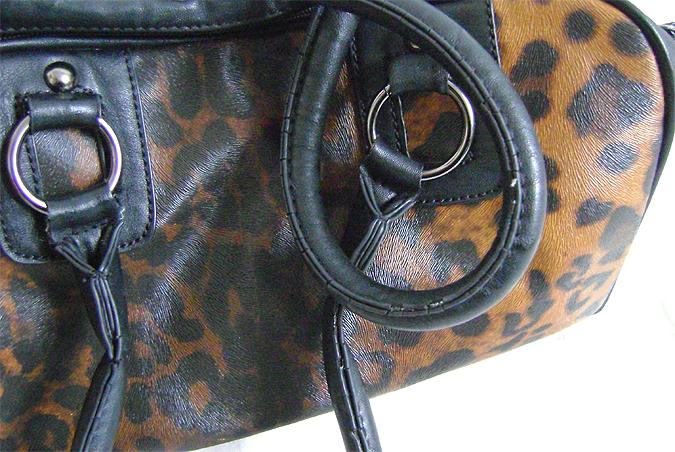 leo bag strap details