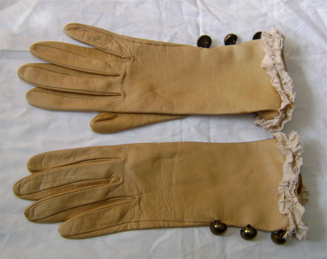 steampunk ruffle button gloves 2