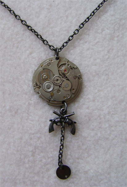 steampunk gear &guns neckless detail