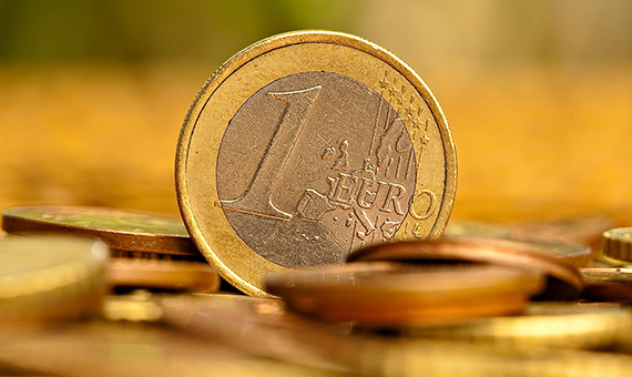 Finance_Wallpapers_Money_One_euro_028682_