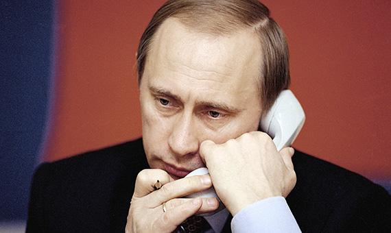 putin_vv_razgovarivaet_po_telefonu