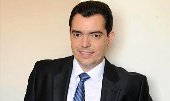 na-kipre-priveden-k-prisyage-39-letniy-ministr-oborony