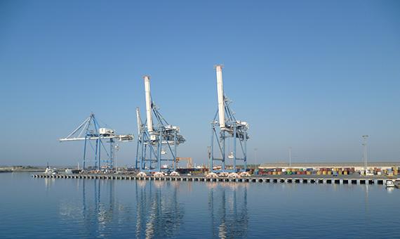 Cranes_Limassol_Harbour_20110703
