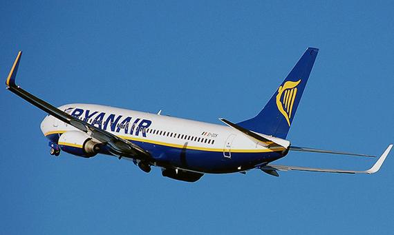 800px-Ryanair.b737-800.aftertakeoff.arp_