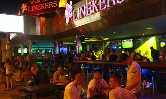 feature-wotld-cup-Linekers-bar-in-Paphos