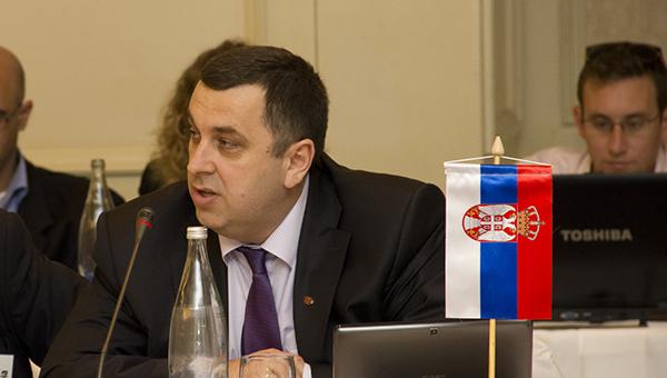 glava-serbskoy-diaspory-na-ukraine-zayavil-o-grabezhah-serbov-kievom