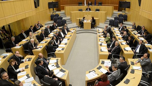 parlament-kipra-prinyal-zakonoproekt-pozvolyayuschiy-strane-poluchit-ocherednoy-transh-pomoschi