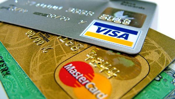 na-kipre-sokratilos-ispolzovanie-platezhnyh-kart