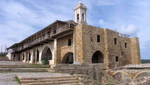 na-kipre-idut-restavracionnye-raboty-v-monastyre-apostola-andreya