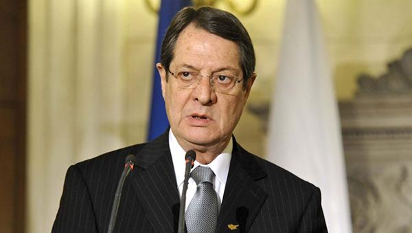 prezident-kipra-pozhalovalsya-na-uron-ot-antirossiyskih-sankciy-es