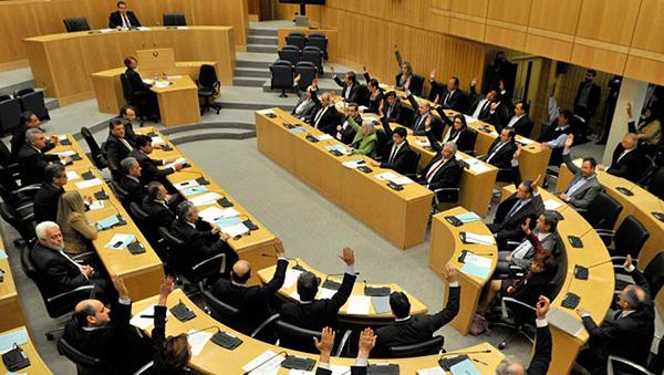 parlament-kipra-vnov-rassmatrivaet-spornye-zakonoproekty