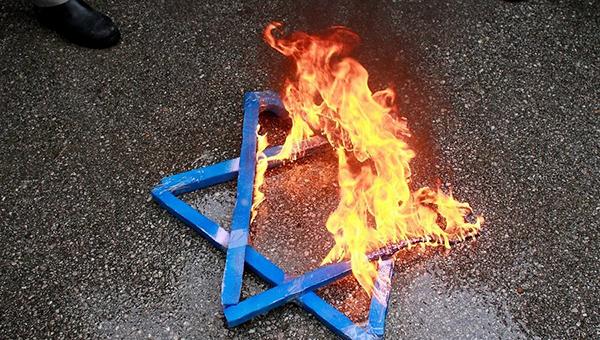 nyt-evropeyskiy-antisemitizm-vyhodit-iz-teni