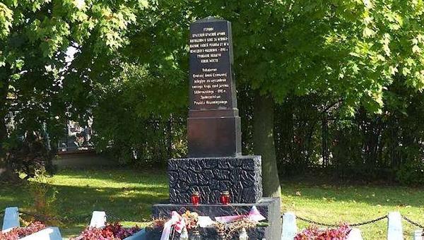 v-polshe-vandaly-vo-vtoroy-raz-sorvali-zvezdu-s-pamyatnika-soldatam-krasnoy-armii