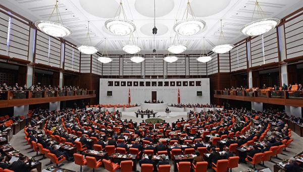 parlament-turcii-razreshil-ispolzovat-armiyu-v-sirii-i-irake