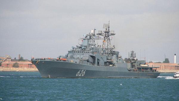 korabl-vmf-rossii-vice-admiral-kulakov-zashel-v-port-kipra