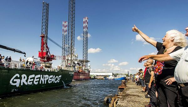 amsterdam-prigrozil-greenpeace-shtrafami-za-popytki-pomeshat-gazpromu-dostavlyat-neft