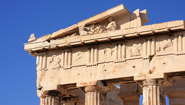 v-grecii-parkurschiki-iz-rossii-razrushili-stenu-parfenona