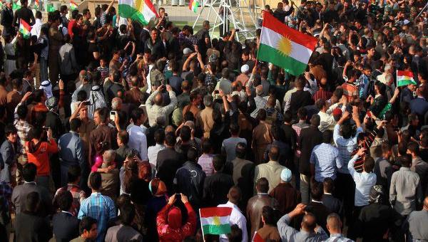 kurdy-vorvalis-v-zdanie-parlamenta-gollandii-s-trebovaniem-borby-s-ig