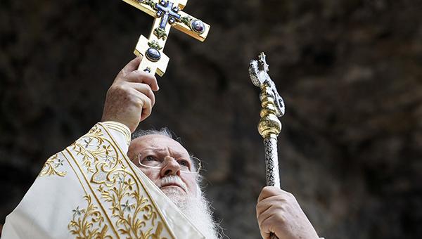 arhiepiskop-ssha-posetit-kipr-s-oficialnym-vizitom
