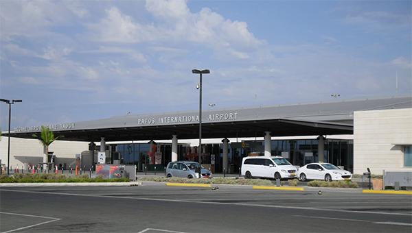 nezakonno-priparkovannye-avtomobili-v-aeroportah-kipra-budut-evakuirovat