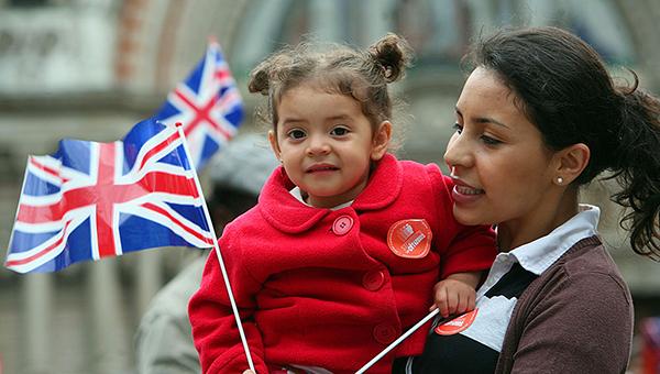 vlasti-velikobritanii-namereny-ogranichit-pritok-evropeyskih-migrantov