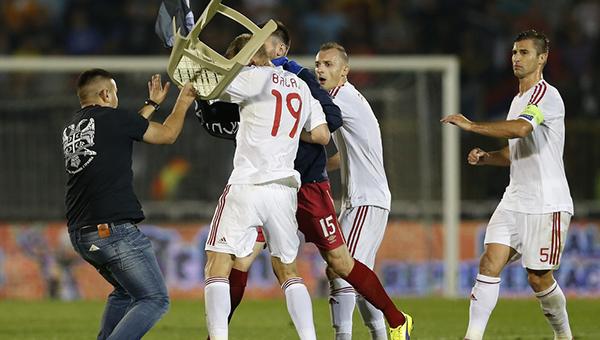futbolnyy-match-serbiya-albaniya-ostanovili-iz-za-besporyadkov
