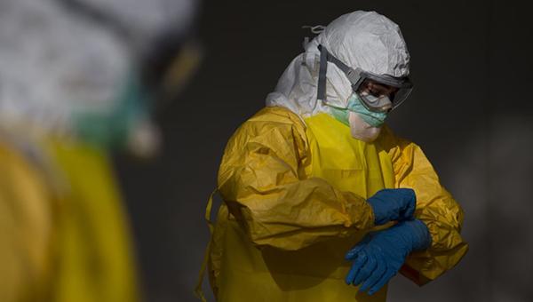 ot-virusa-ebola-pogibli-bolee-230-medrabotnikov