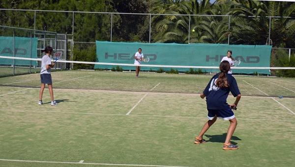 na-kipre-proshel-mezhdunarodnyy-tennisnyy-turnir-sredi-shkolnic