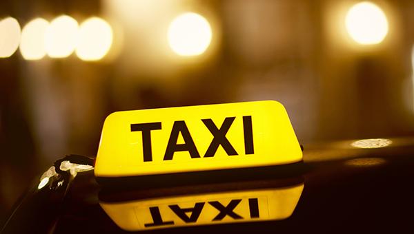 kiprskie-taksisty-oshtrafovany-za-perevozki-passazhirov-s-vyklyuchennymi-taksometrami