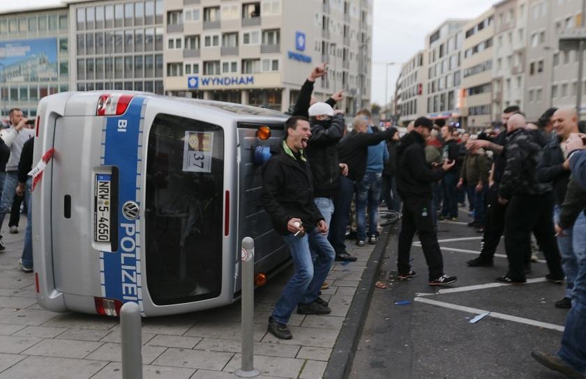 pogromy-v-kelne-naci-i-futbolnye-ultras-protiv-salafitov_11