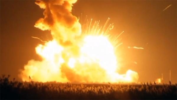 raketa-nositel-antares-s-amerikanskim-korablem-cygnus-vzorvalas-vo-vremya-starta