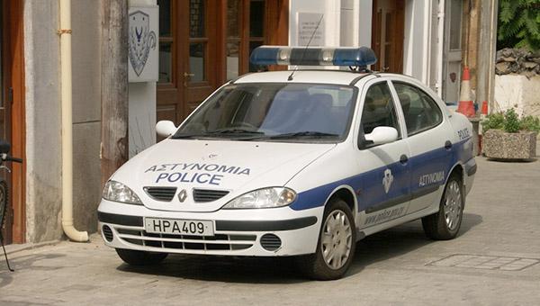 policiya-kipra-zaderzhala-dvuh-chelovek-po-podozreniyu-v-ograblenii