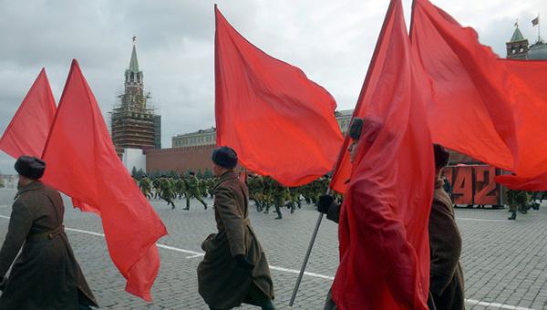 torzhestvennyy-marsh-v-chest-parada-7-noyabrya-1941-goda