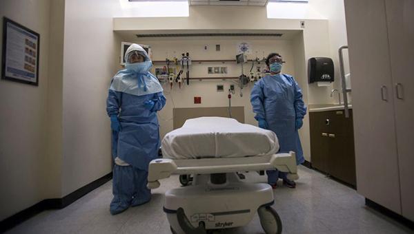 v-nyu-yorke-vypisyvayut-iz-bolnicy-vracha-perebolevshego-lihoradkoy-ebola