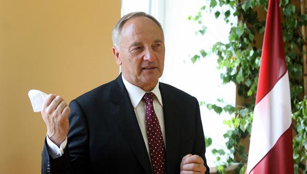 prezident-latvii-potreboval-ot-es-kompensacii-postradavshim-ot-rossiyskih-sankciy-molochnikam